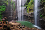 madakaripura-waterfall-indonesia-tourist-spot-32262685[1]